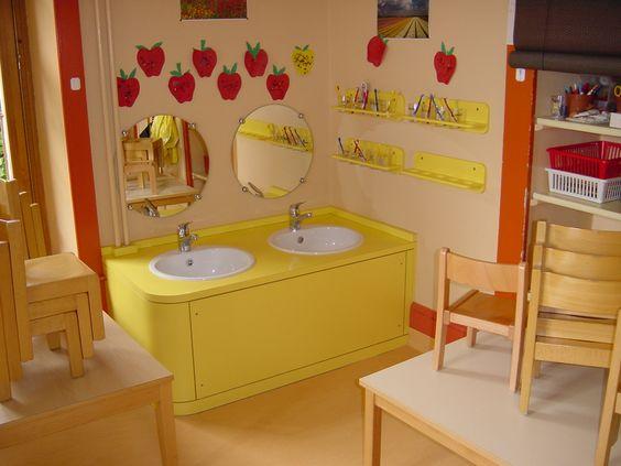 garderie ou cr che lavabos enfants en bas ge meubles pour enfant pinterest. Black Bedroom Furniture Sets. Home Design Ideas