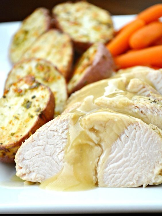 Tuscan Turkey Dinner With Roasted Red Potatoes #healthy #dinner #recipes http://greatist.com/eat/healthy-dinner-recipes-for-two