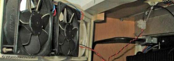 So kannst du die Leistung deines Absorberkühlschranks mit  Lüfter und Leitblech erhöhen. - http://womojunkie.com/leistung-absorberkuehlschrank-mit-luefter/