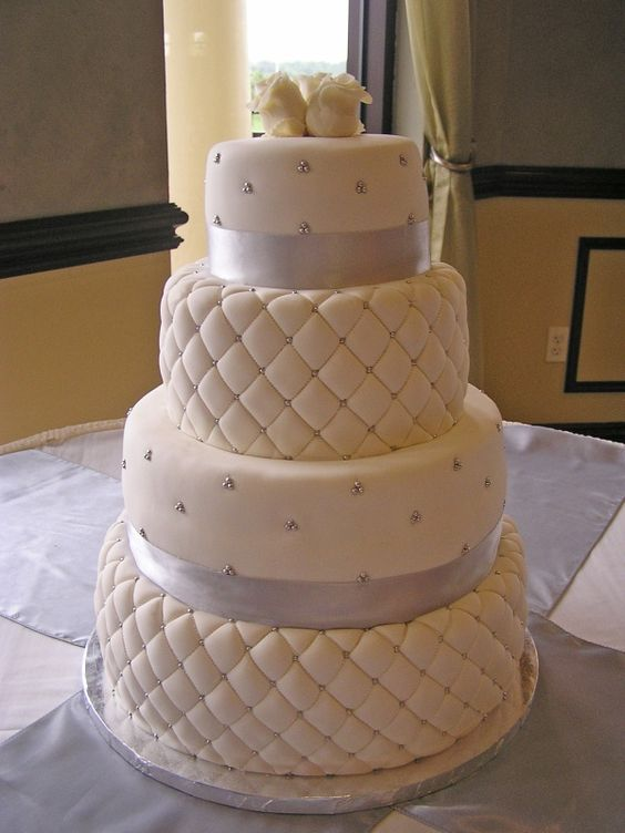Quilt Pattern Wedding Cake : Quilt, Wedding and White chocolate on Pinterest