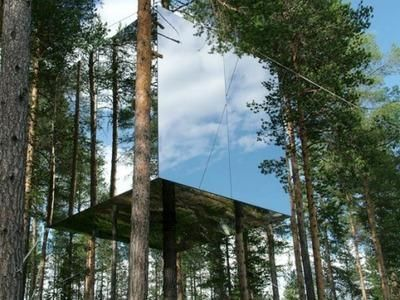 Mirrored treehouse in the clouds