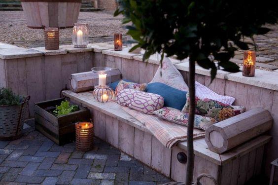 chill ecke im garten mit einer lounge aus europaletten sch ne pergola mit gardinen f r einen. Black Bedroom Furniture Sets. Home Design Ideas