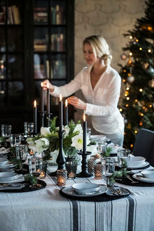 Chic Christmas setting with black and white for that Scandinavian edge