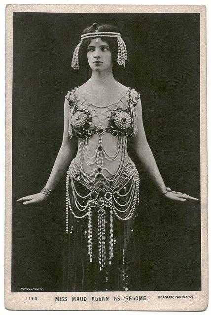 Maud Allan on French photo postcard. Reutlinger Photography studio portrait.