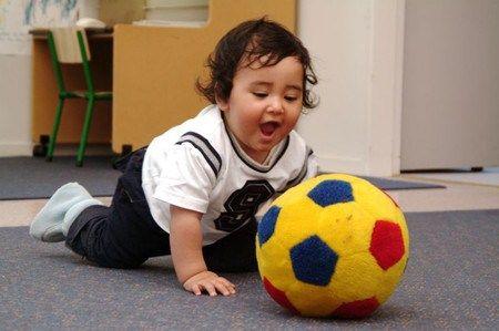 6 bài vận động giúp trẻ dưới một tuổi thông minh và khỏe mạnh