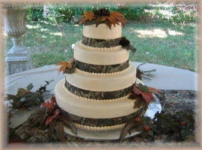 Mossy Oak Camo cake - I would have to draw the line before this...