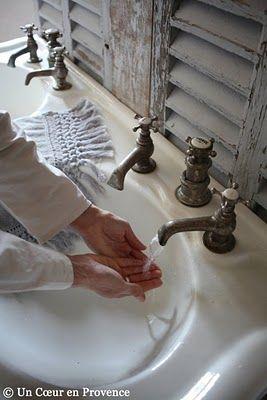 vintage bath, shutter backsplash