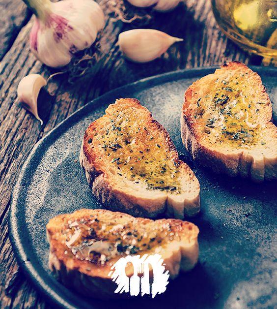 Alegria do churrasco, no conforto da sua casa. Vamos fazer torrada de alho? http://fabiolenza.com.br/?p=2567