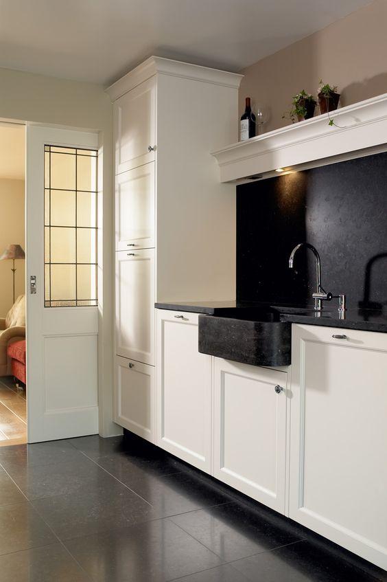 Witte landelijk klassieke keuken met fornuis, composiet stenen ...