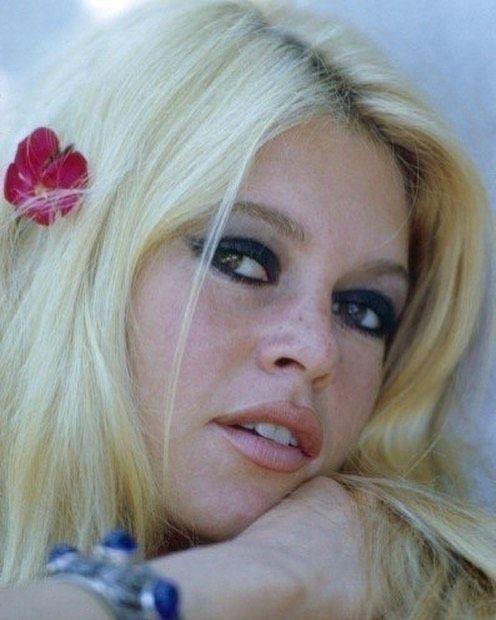 Brigitte Bardot On Instagram Love That Smokey Eye Brigitte In 1967 Brigittebardot Bb Brigitte Bardot Bardot Cool Hairstyles