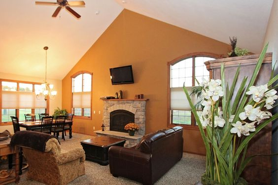 Experience wisconsin dells luxury at this 3 bedroom 3 for Cheap cabins in wisconsin dells