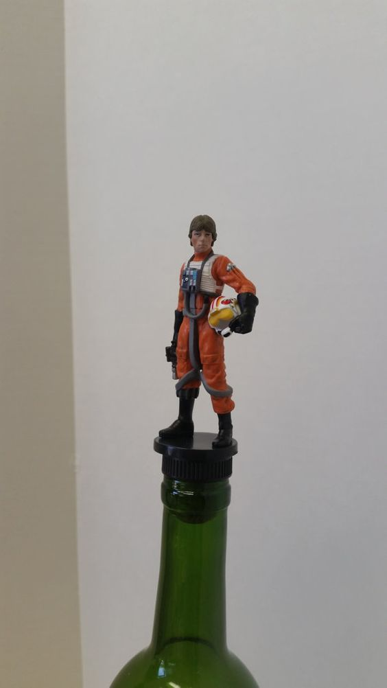 Star Wars Wine Stopper Luke Skywalker by www.thedecorativecompany.com #winestopper #bottlestopper