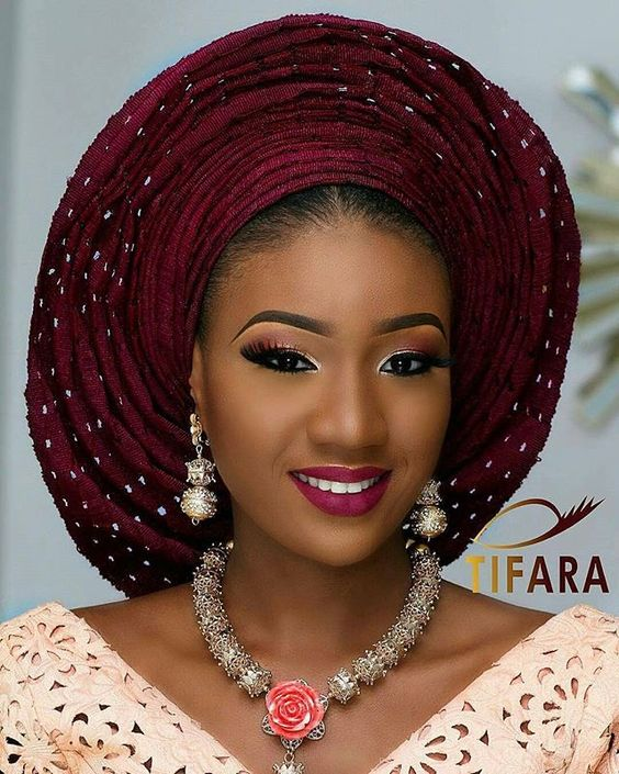 A smile to brighten your morning all #ebweddings beauties Makeup  @tifaramakeovers -  Beads @ordawyse_jewels  #ebweddings