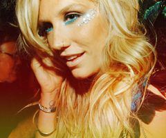 I love Kesha always have always will, haters gunna hate<3