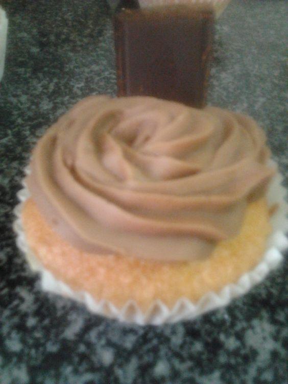 Cupcake de naranja y chocolate  http://aminomegustacocinar.wordpress.com/2012/10/03/cupcakes-de-naranja-y-chocolate/