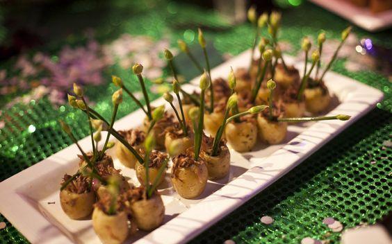 Mini batatas recheadas com costelinha suína desfiada