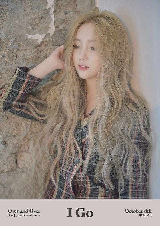 Lovelyz Kei Unveiled Her First Solo Seaser With A Transformative Blonde Hair Blonde Hair Korean Blonde Hair Girl Curly Hair Styles