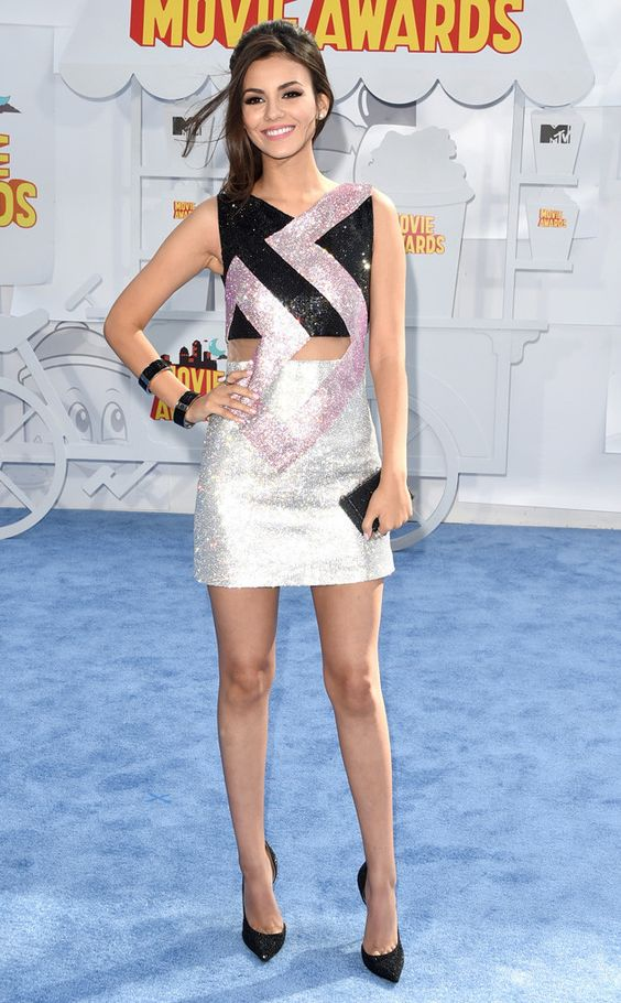 2015: Victoria Justice is wearing a black and silver sequin Versace dress. I love this fun dress! It is youthful and fun!: