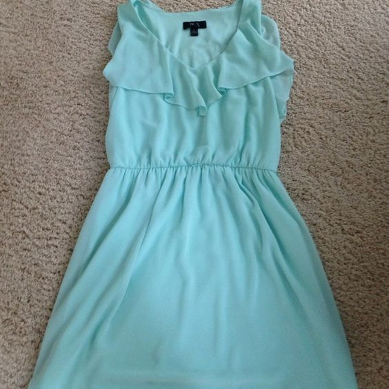 A beautiful mint dress! Bought at Notdstroms! Great condition! No belt to go with it but has loops for one! BCX Dresses Midi