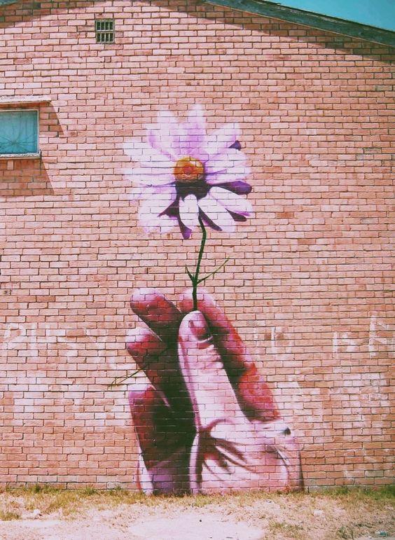 Así como se sigue viendo el ladrillo apesar de la pintura. A nosotros se nos ve a pesar de nuestros actos. Tenemos que ser sinceros y generosos de corazón.