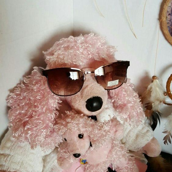 SALEAUTHENTIC OSCAR DEL LE RENTA SUNNIE 100%UV PROTECTION. METAL FRAME IN BEAUTIFUL BRONZE, TORTOISE SHELL ARMS. PRICE FIRM. Oscar de la Renta Accessories Sunglasses