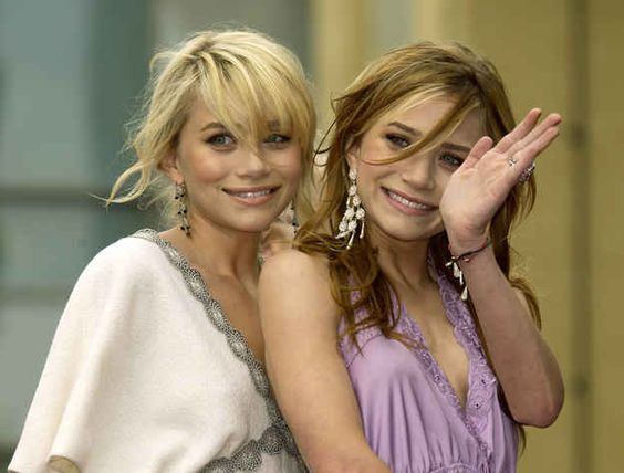Mary-Kate Olsen | 59 Famous People Who Are Left-Handed FINALLY FOUND FAMOUS PEOPLE WHO ARE LEFTIES LIKE ME