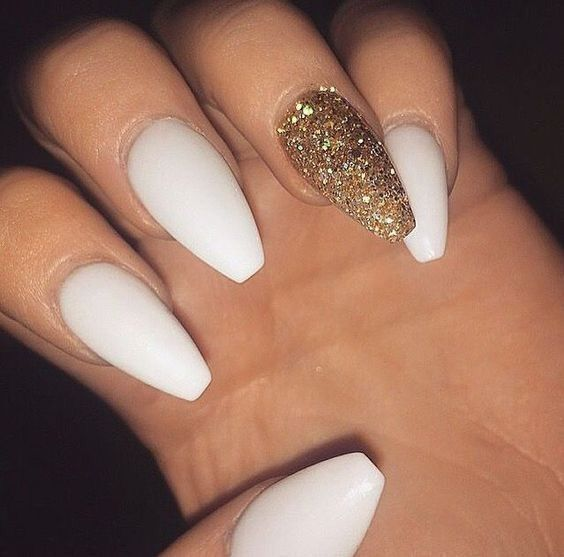 Awesome 41 Classy Nail Gold Color For Spring 2019 Http Glamisse Com Index Php 2019 02 07 41 Classy Nail Gol White Acrylic Nails Gold Glitter Nails Gold Nails