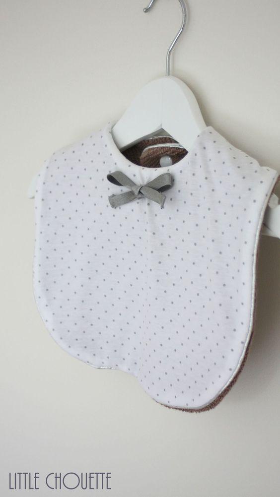 Bavoir chic en jersey bio blanc à pois gris France Duval-Stalla, noeud argenté By Little Chouette