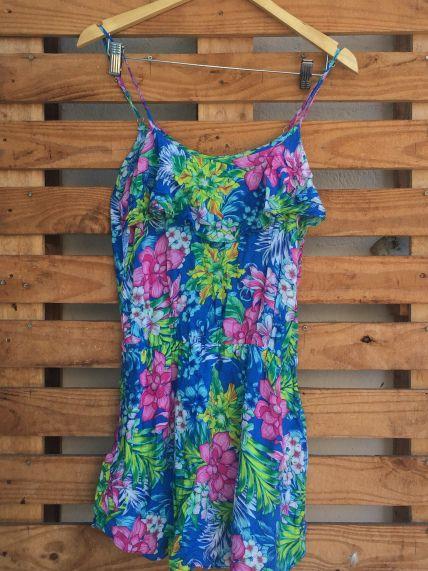 Aqui no Brechó qualquer roupa por R$10,00. http://quasenovo.wordpress.com
