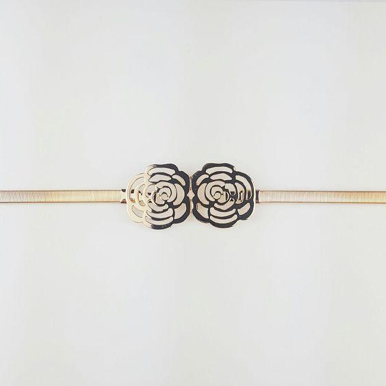 Cinturón metalizado con hebilla de flor para vestido de fiesta