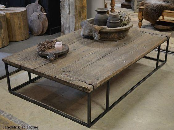 Prachtige royale salontafel van oude deur met stalen frame