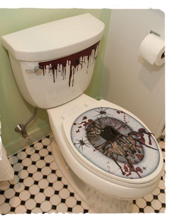 Stickers pour abattant de WC Halloween : Cette décoration pour WC est autocollante.Elle se compose de 2 éléments à coller sur le réservoir et sur l'abattant de votre WC. La pièce pour le...