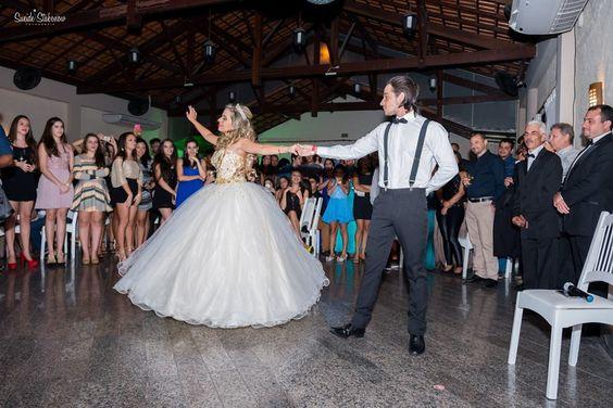 Foto por Sueide Stabenow ❤ Ana Júlia faz 15. Decoração provençal para a debutante + Princesa, tons de rosa, hora da valsa / dança | Provencal Sweet Fifteen + Blush and pink, princess, dancing time / waltz