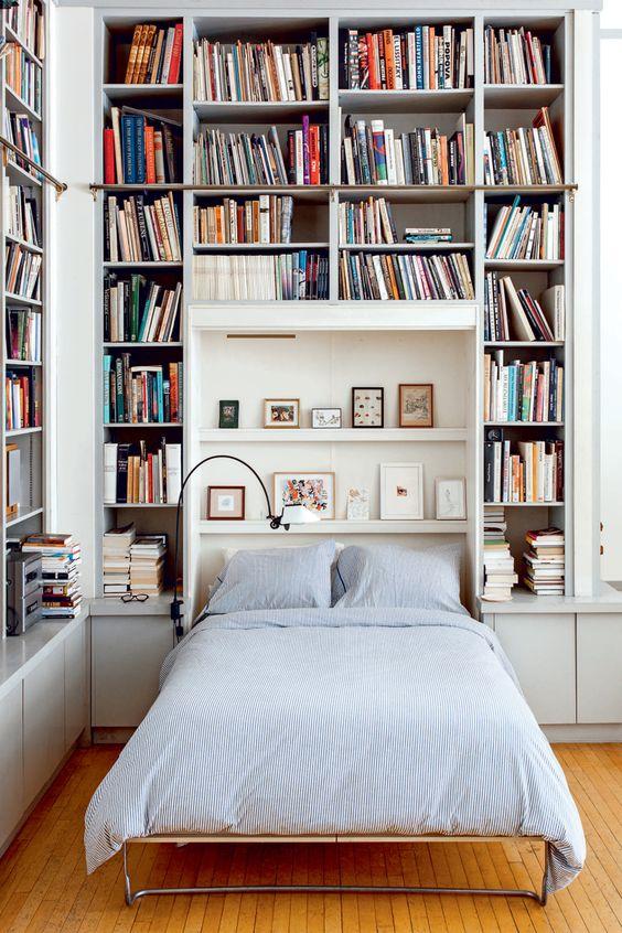 壁一面 本棚 注意 ベッドルーム あぶない