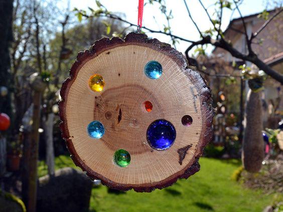 Bringen Sie Sonne in Ihr Leben - und in Ihren Garten. Mit diesen liebevoll handgefertigten Sonnenscheiben gelingt Ihnen das im Nu.   Trifft Licht oder Sonne auf die Scheiben, leuchten die...