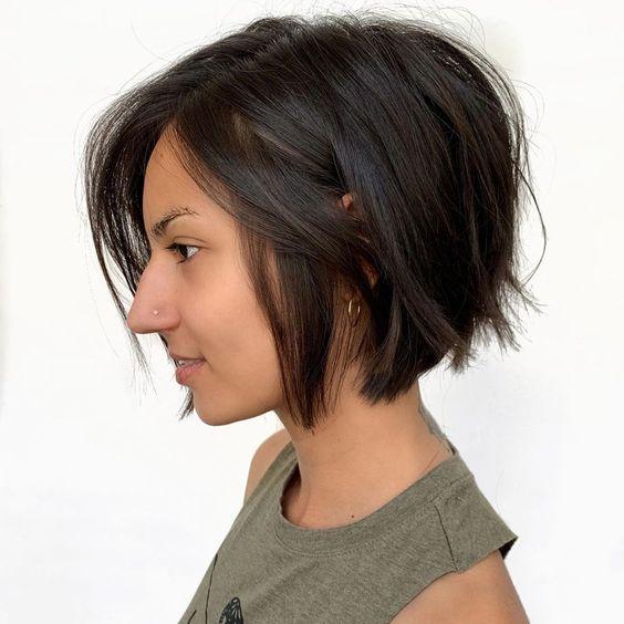 Пишет:krasotka.cc Боб — универсальная стрижка, которая чудесно смотрится на любой женщине, вне зависимости от ее типажа, структуры волосы и формы самые стильные идеи (+20 фото)   Novuyden.com.
