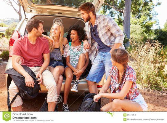 Grupo De Amigos Na Viagem Que Senta-se No Tronco Do Carro - Baixe conteúdos de Alta Qualidade entre mais de 43 Milhões de Fotos de Stock, Imagens e Vectores. Registe-se GRATUITAMENTE hoje. Imagem: 59771254