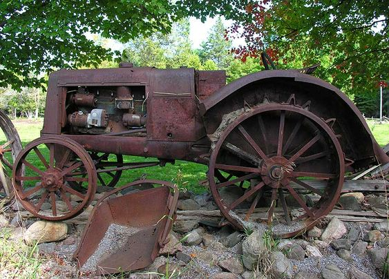 maybe not THIS tractor - but I want an old rusty one for art in my yard  :)