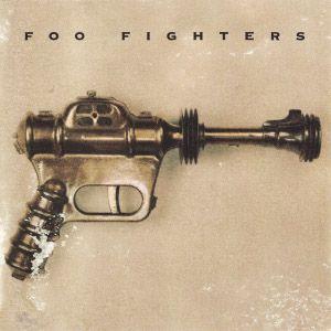 """El primer disco de Foo Fighters fue grabado entero por una sola persona, el ex baterista de Nirvana Dave Grohl, quien tocó todos los instrumentos. Pese a ello, no lo publicó como disco solista, sino como el de una """"banda"""" de una persona, con nombre y todo."""