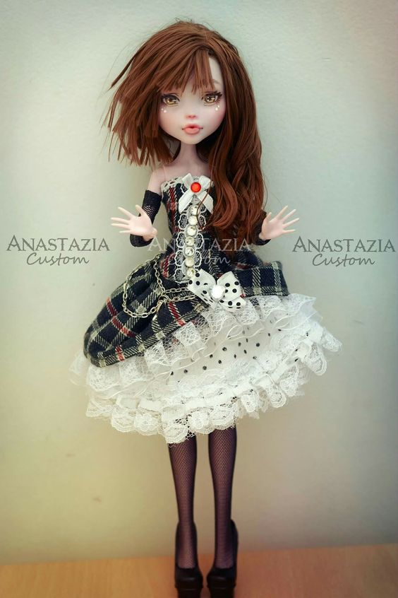 Monster high custom anastazia custom sur facebook