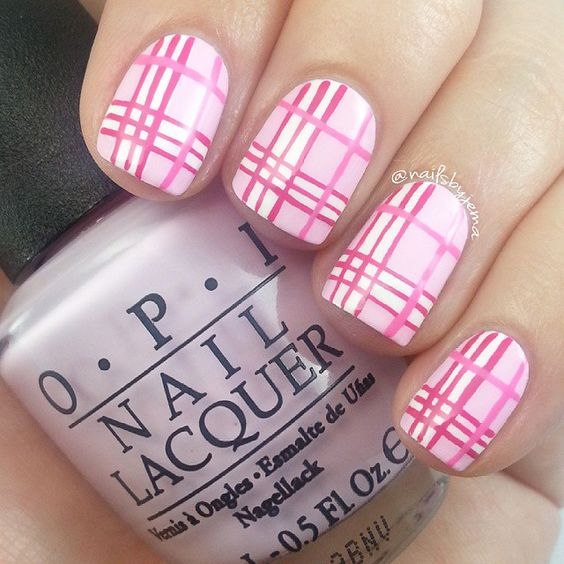 Pretty pink plaid mani. (by @nailsbyjema on IG)