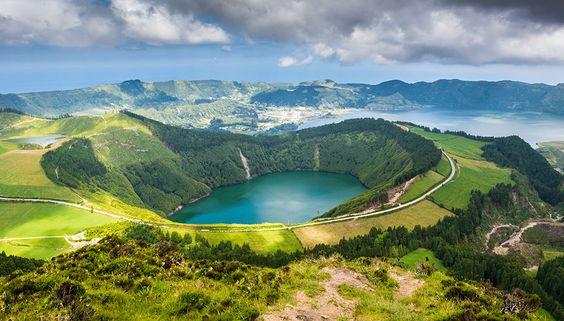 Voyagez au cœur des Açores, cet archipel volcanique portugais où la nature règne en maître | SooCurious https://www.hotelscombined.fr/Place/Reunion.htm?a_aid=150886:
