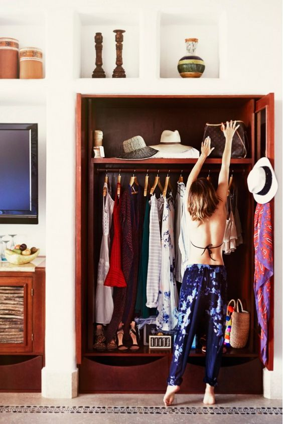 packing for vacation // 10 Life-Changing Apps for Women