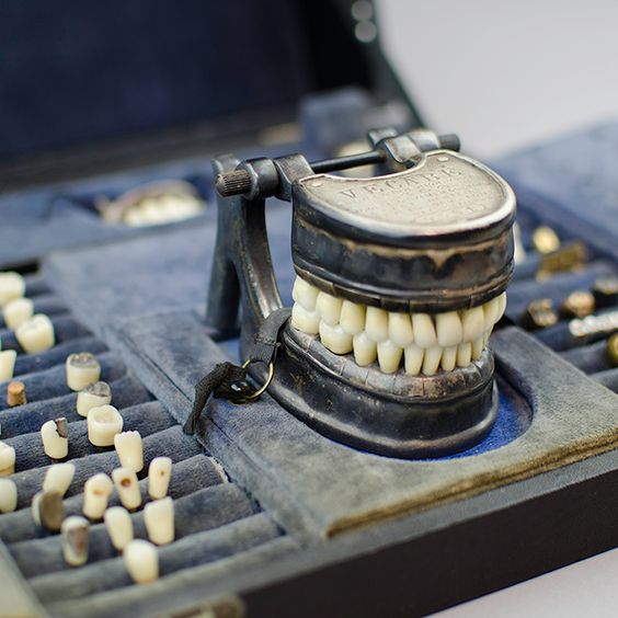 Singular c.1900 French dental molding case full of teeth ...