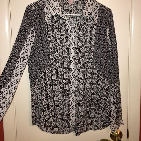 Patterned blouse Patterned button down blouse Tops Blouses