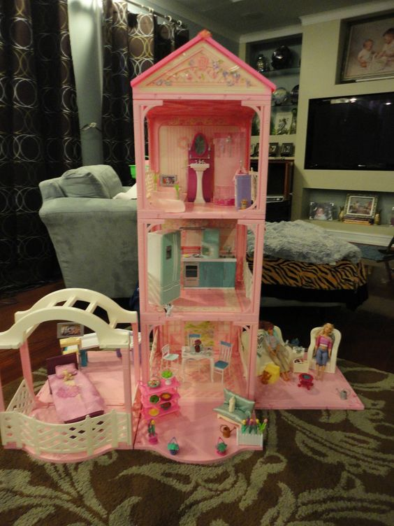 """Turquoise Barbie House: 1995 Barbie's """"Pink 'N Pretty House"""""""