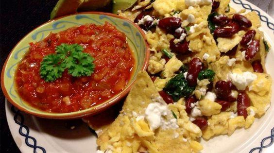 Vegetarische nachos met spinazie, kidneybonen, huttenkase, salsa