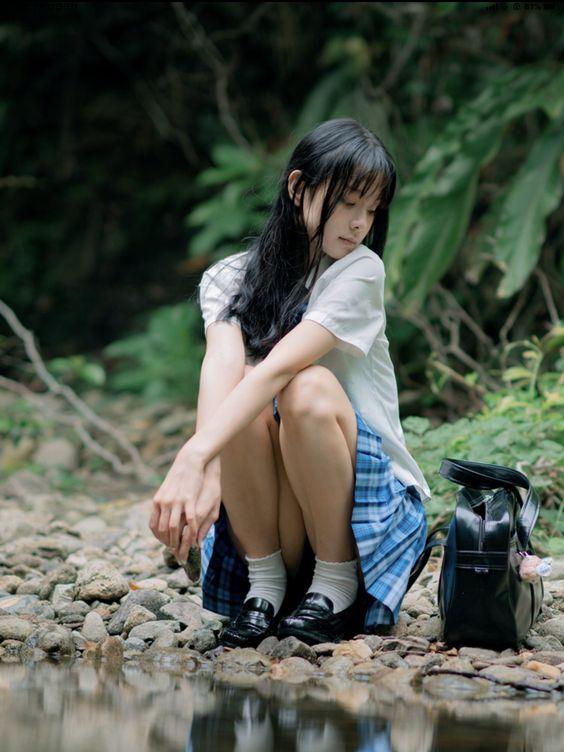 穿著格子裙的 #制服美少女