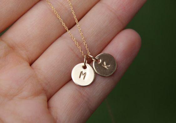 initial de collier, collier initiale minuscule, or initial rempli, collier monogramme, collier personnalisé