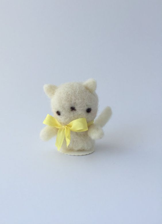 Etsy の Kitty Lula of Needle Felted Wool by chetanddot